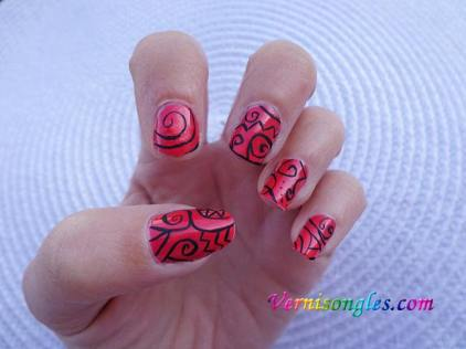 nail art abstrait arabesques