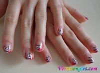 nail art abstrait french rose
