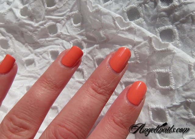Essie-Tart-Deco-vernis-à-ongles-orange-abricot-4