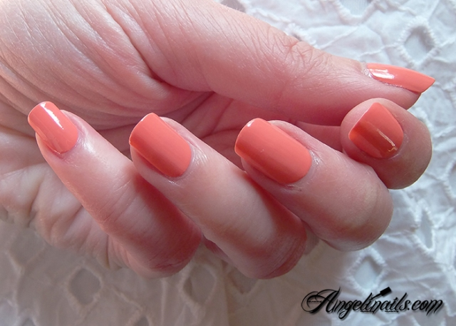 Essie-Tart-Deco-vernis-à-ongles-orange-abricot-5