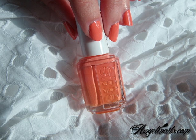Essie-Tart-Deco-vernis-à-ongles-orange-abricot