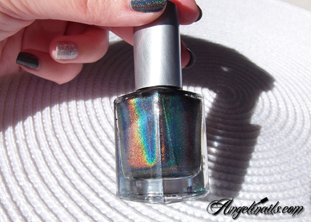 vernis-à-ongles-color-club-beyond-holographique-noir-angelinails.com-3