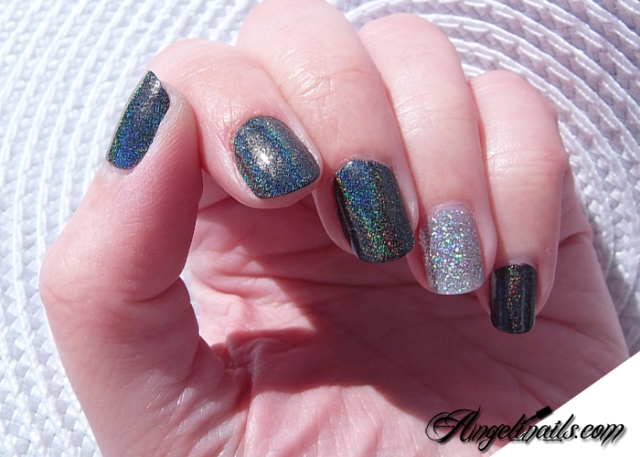 vernis-à-ongles-color-club-beyond-holographique-noir-angelinails.com-4