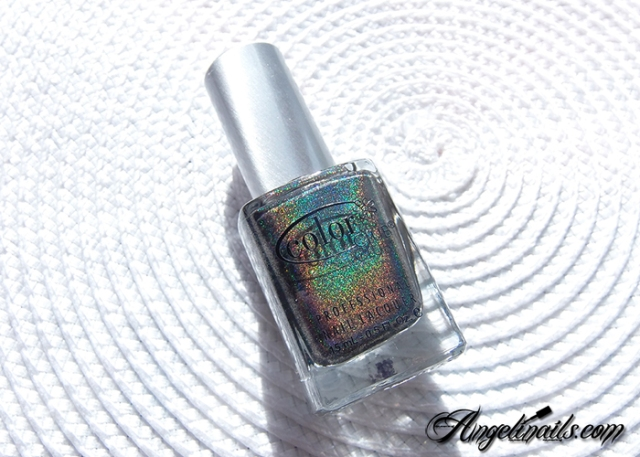 vernis-à-ongles-color-club-beyond-holographique-noir-angelinails.com-7