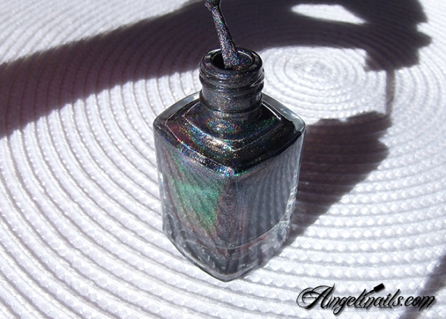 vernis-à-ongles-color-club-beyond-holographique-noir-angelinails.com-9